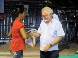 Prefeito de Santa Isabel do Rio negro  Recebe carta - Mariolino Siqueira