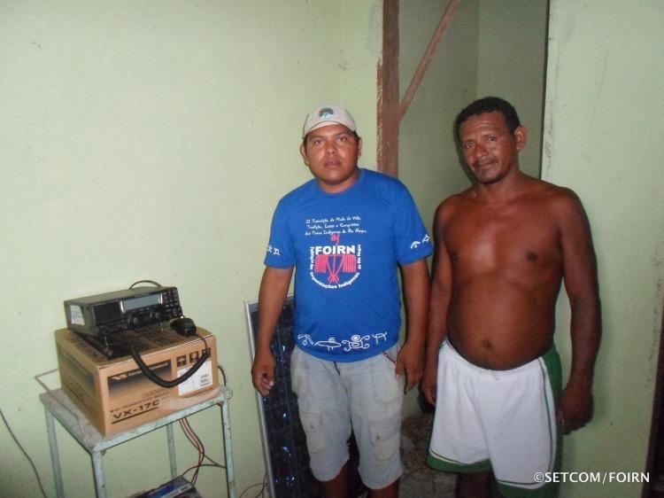 Na foto Diretor Marivelton Barroso e Rivelino Assunção Lopes da comunidade de Maricota/Baixo Rio Negro, onde uma estação de radiofonia foi instalada.