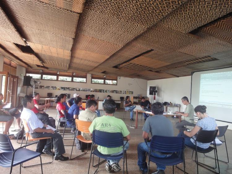 Roda de conversa dos participantes da reunião de avaliação e planejamento.