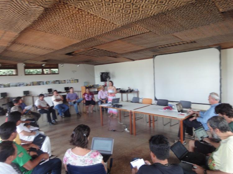 Participantes da Oficina, realizada no espaço público do ISA em São Gabriel da Cachoeira. Foto: SETCOM/FOIRN