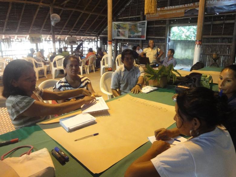 Participantes do 4o Seminário de Educação Escolar Indígena realizada entre os dias 10 a 12 de abril em São Gabriel da Cachoeira.