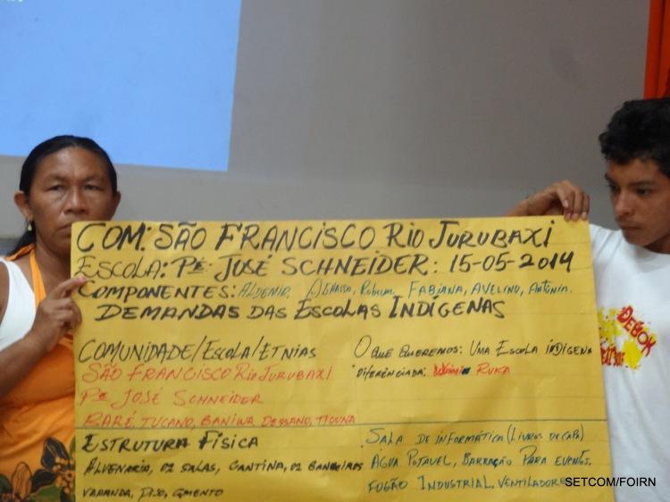 Representantes da comunidade São Francisco, do Rio Jurubaxi apresentam a situação atual da escola e as demandas durante o Seminário de Educação Escolar Indígena realizada em Barcelos.