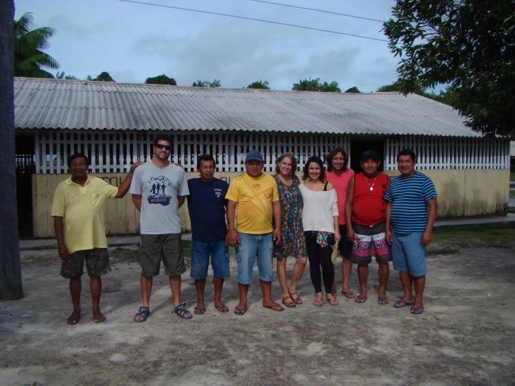 Equipe que coordenou a oficina: Elpidio  (presidente da comunidade Tapuruquara Mirim), Daniel Crepaldi (analista do Ibama), Francisco Lopes (presidente da ACIBRN), Marvielton Barroso (diretor da foirn), Ana Paula Souto Maior (advogada do ISA), Camila Barra (antropÛloga do ISA), T˙lio Binotti (vice-coordenador da CRRN-Funai), Guilherme Veloso (CTL do rio MariÈ, Funai) e Domingos Barreto (Coordenador da CRRN-Funai)