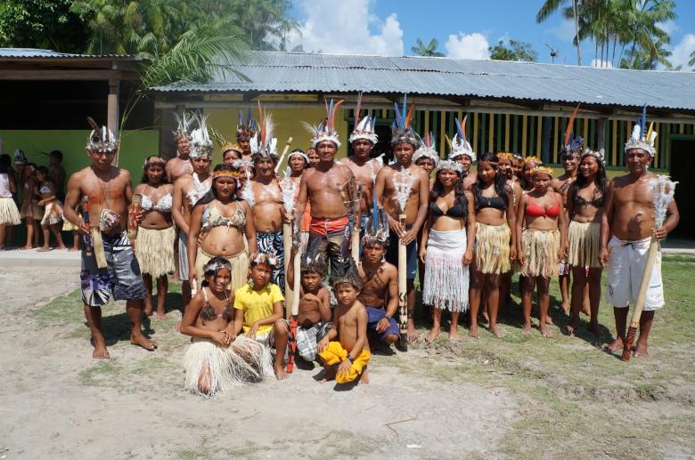Grupo de dança tadicional da comunidade Ilha das Flores