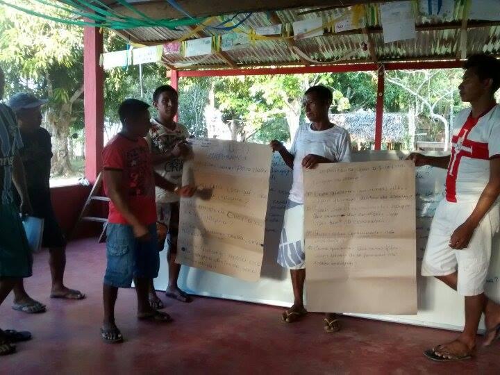 Participantes da oficina apresentam resultados de Trabalhos em Grupo. Foto: Lirian Monteiro/ISA