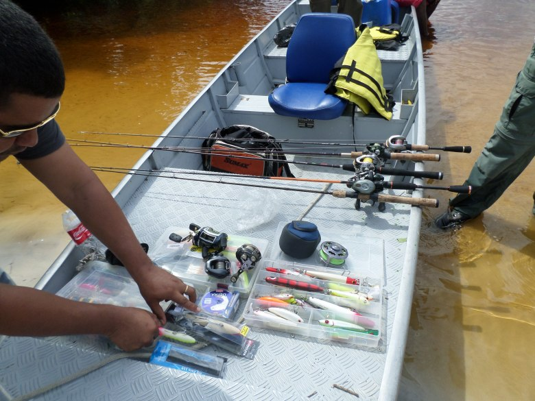 Apetrechos de Pesca Esportiva que se encontravam ilegalmente dentro da Terra Indígena. Foto: FUNAI