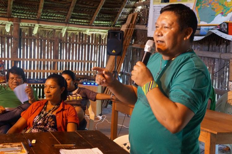 Diretores da FOIRN apresentam os planos de reconstrução da Loja Wariró durante a oficina. Foto: SETCOM/FOIRN