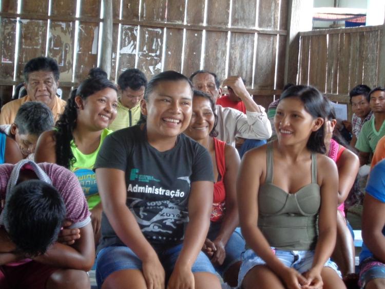 Mulheres e jovens tiveram participava ativa nas discussões e debates dos temas na assembleia. Foto: SETCOM/FOIRN
