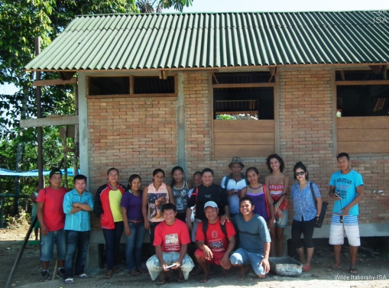 Grupo que participou do intercâmbio diante na Casa da Pimenta na comunidade Yamado|Wilde Itaborahy-ISA
