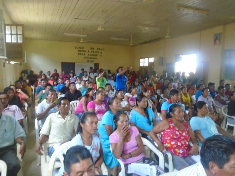 Participantes da etapa local da CNPI realizada em Iauretê, Rio Uaupés, a terceira no Rio Negro. Foto: Renato M/FOIRN