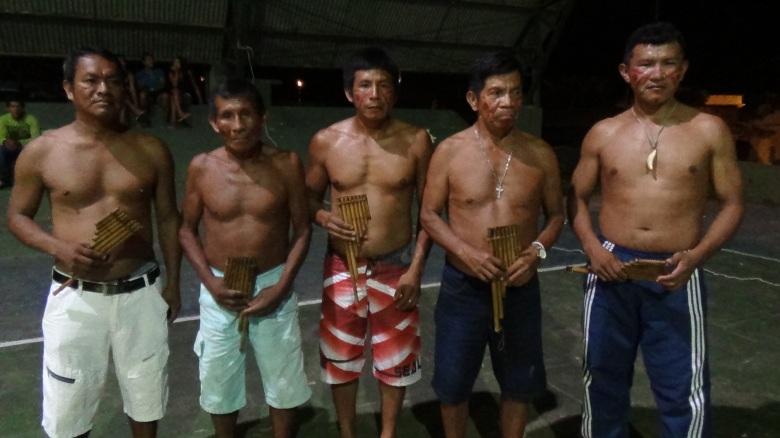Lideranças indígenas de etnias diferentes se unem para apresentar dança de carriçu, tradicional dos povos indígenas do Rio Negro