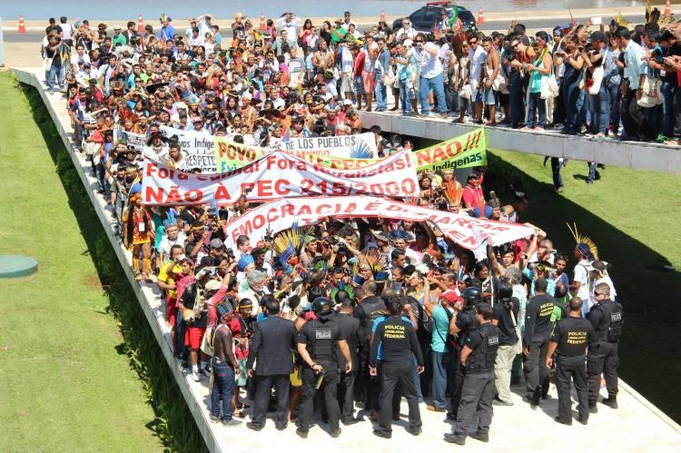 protesto-indc3adgenas-congresso-nacional