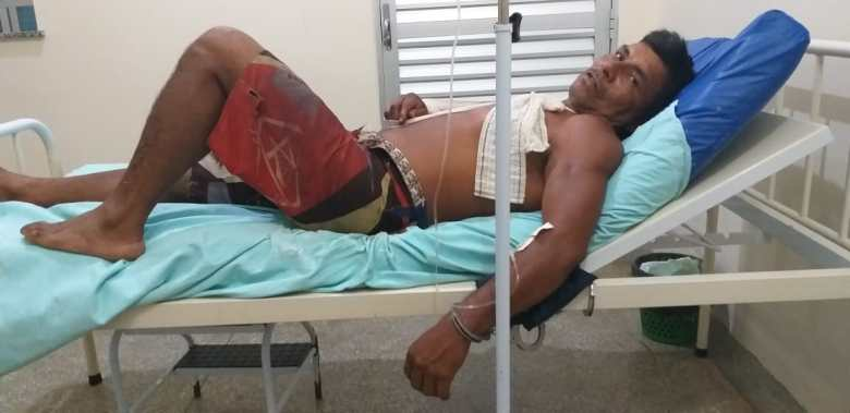 Arlindo Nogueira Baré algemado no hospital em Santa Isabel do Rio Negro (AM)